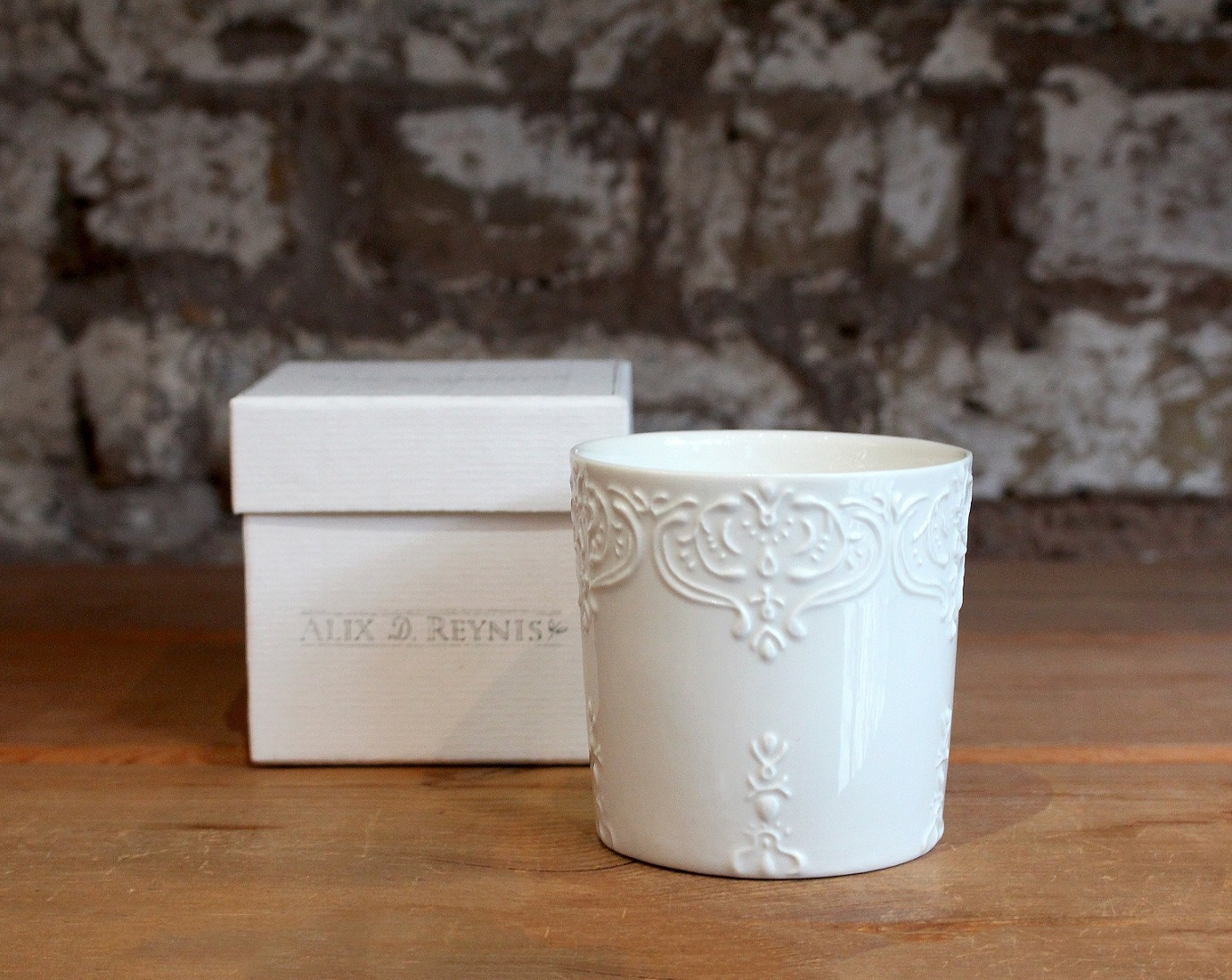 Alix D Reynis candle packaging